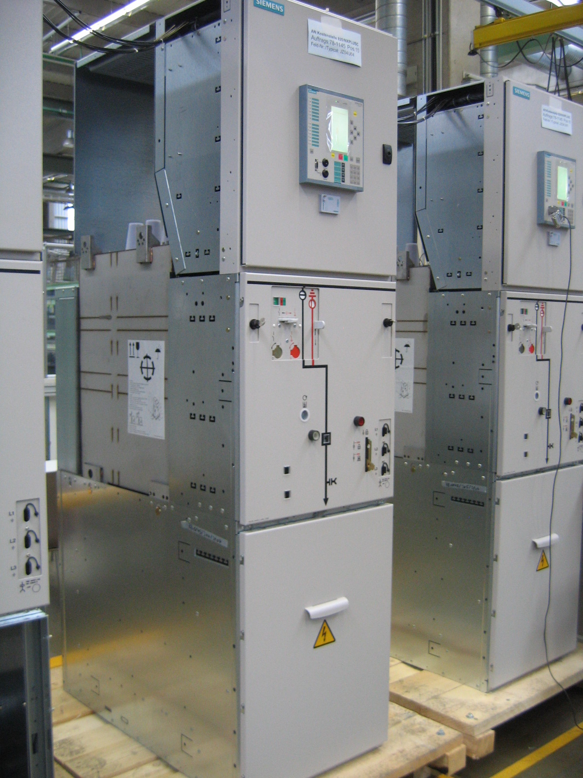 File:Medium voltage panel.jpg - Wikimedia Commons
